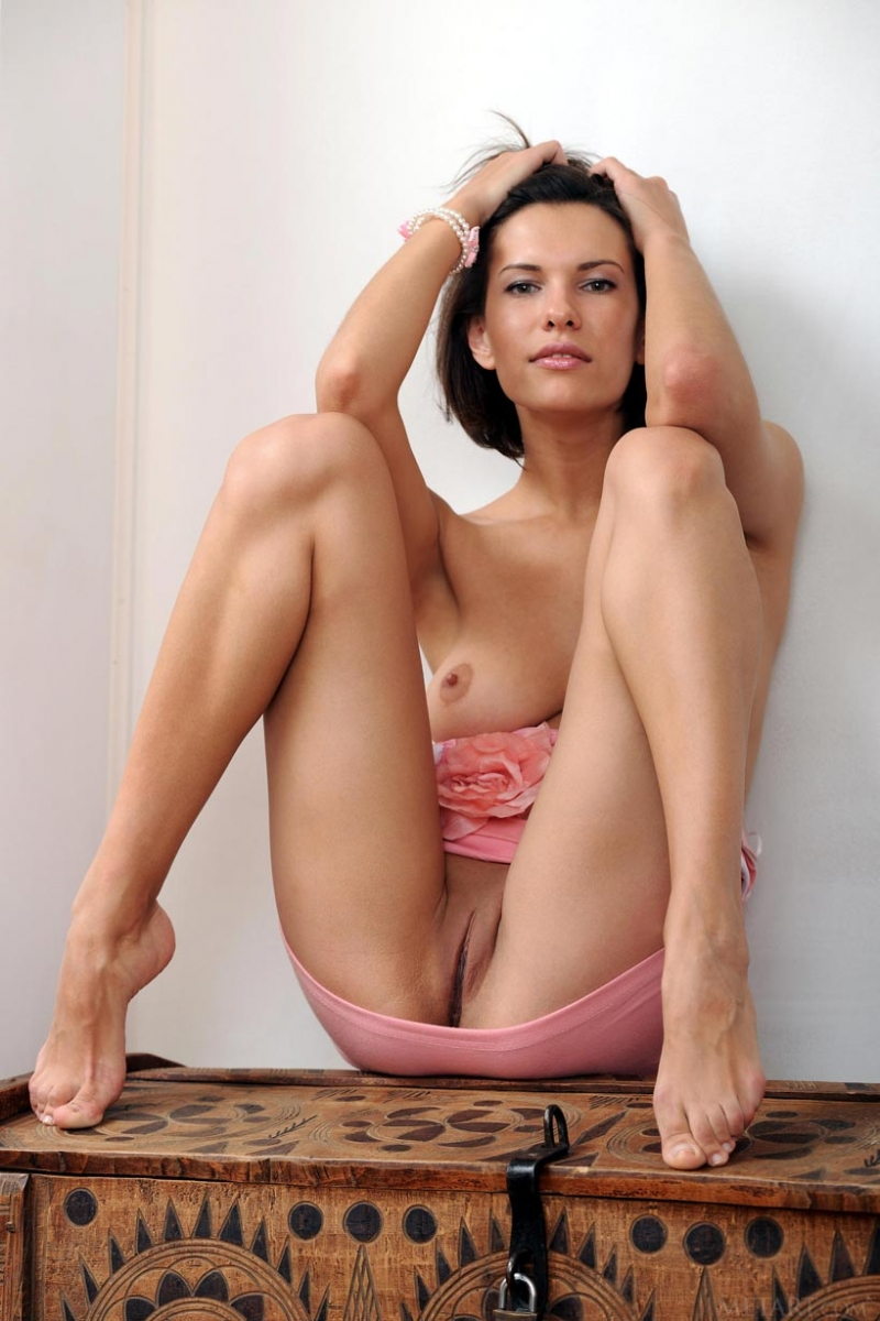 Nude model with no legs